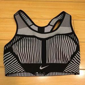 Nike women's sports bra (NWOT)